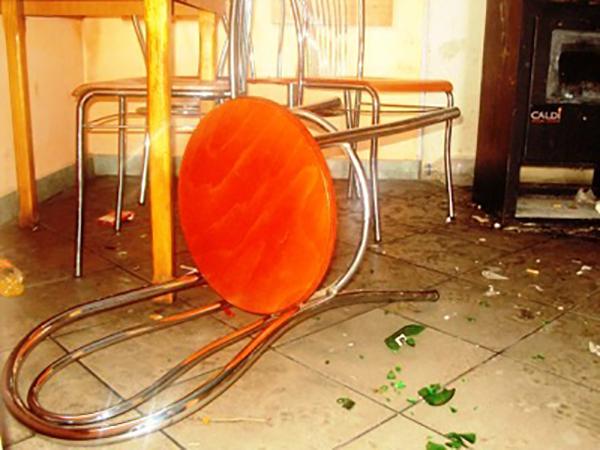 Scandal intr-un bar din judet. Tiganii au spart tot