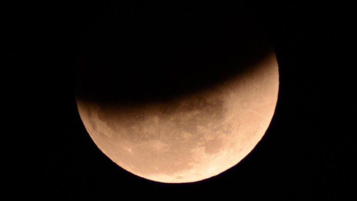 Cea mai lunga eclipsa de Luna din acest secol