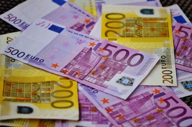 Flagrant ! A vrut sa mituiasca un politist cu 8000 de euro !