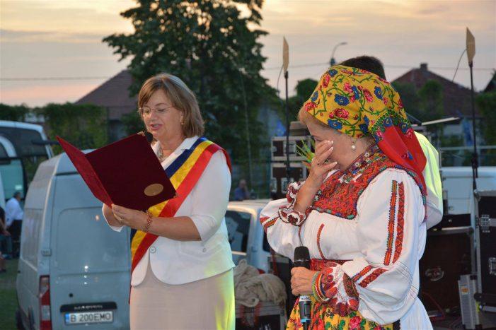 """""""Ambasadoarea"""" Tarii Oasului, premiata in deschiderea spectacolului """"Toti K1 pentru Romania"""" (Foto)"""