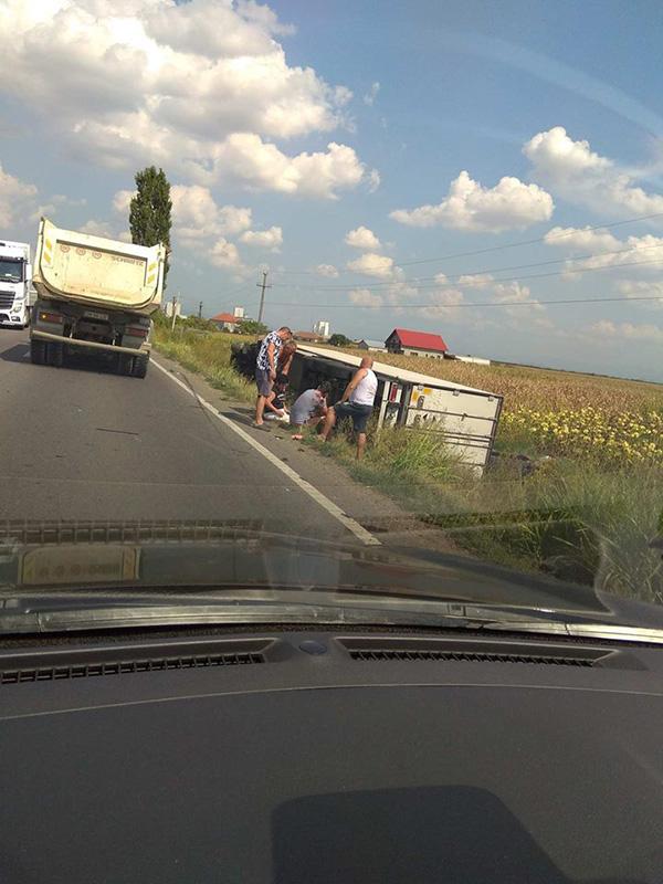 Accident grav la iesirea din Satu Mare. Doua persoane ranite (Foto)