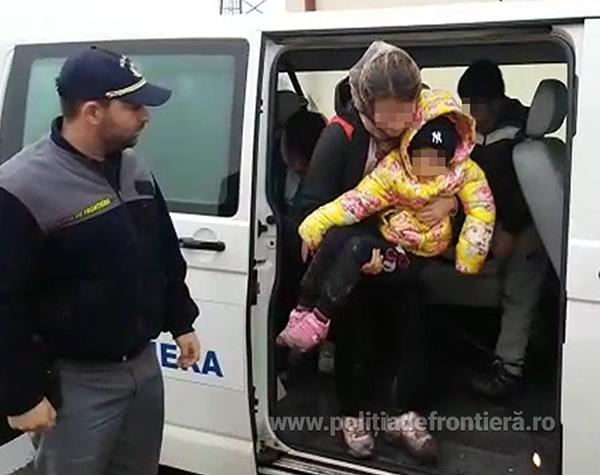 Peste 200 de minori au fost intorsi de la granita. Ce nereguli au gasit politistii de frontiera