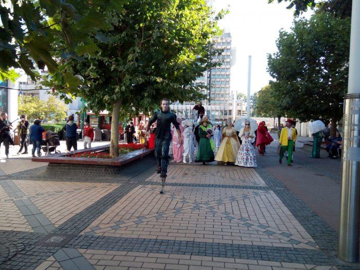 Parada cu clovni, printi si printese pe strazile Satmarului. Actorii va invita la festival (Foto)
