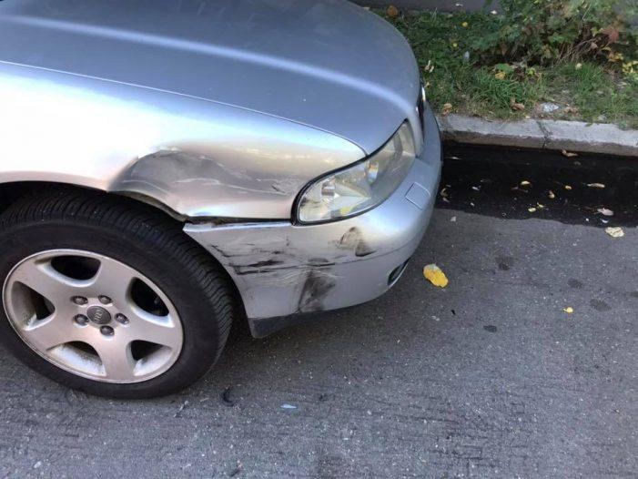 Masina lovita intr-o parcare din Satu Mare. Faptasul, cautat pe Facebook (Foto)