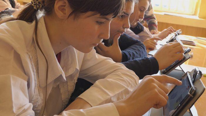 Ministrul Educatiei anunța manuale digitale
