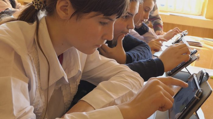 Laborator digital la scoala din Mediesu Aurit (Foto)