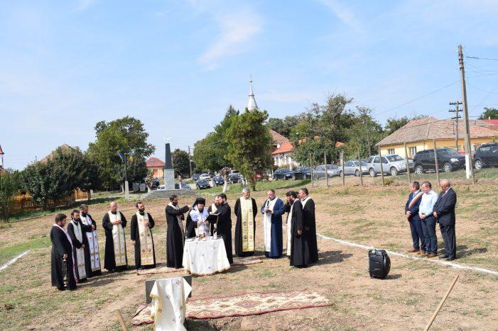 S-a pus piatra de temelie a bisericii din Sauca