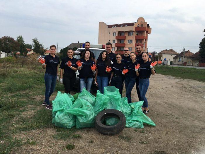 """Politistii au facut curatenie ! S-au alaturat campaniei """"Let's Do It, Romania"""" (Foto)"""