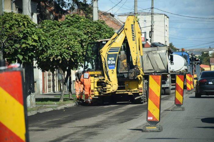 Strada inchisa in municipiul Satu Mare. Se lucreaza (Foto)