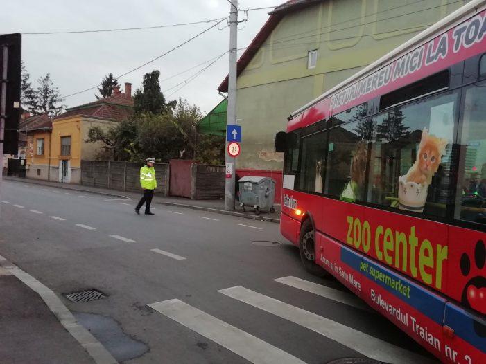 Fata de 13 ani calcata de un autobuz pe trecerea de pietoni (Foto)
