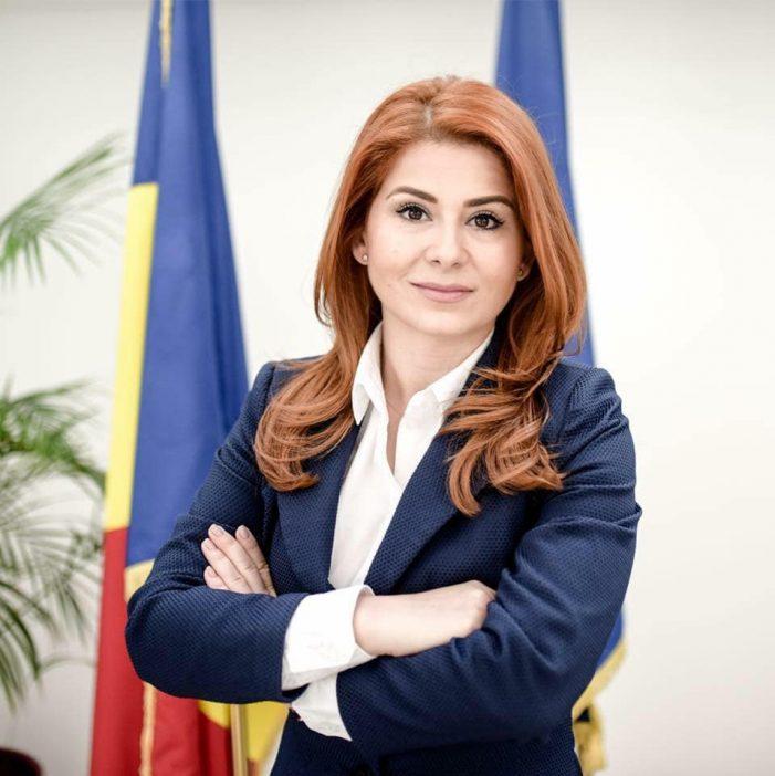 LA MULTI ANI ! Ministrul Ioana Bran isi sarbatoreste ziua de nastere