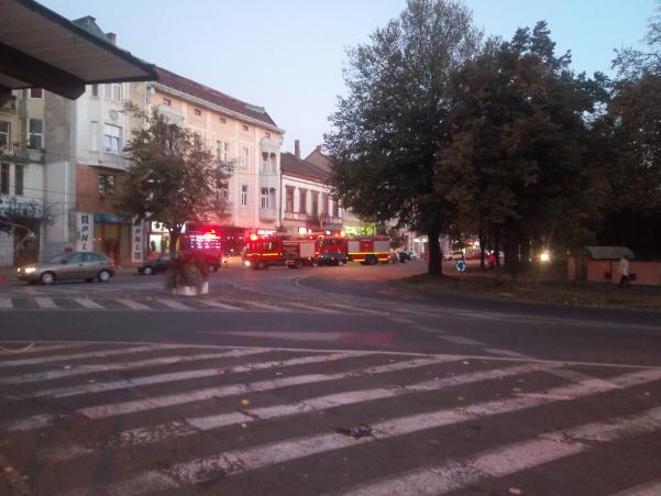 Incendiu in Centrul Vechi. Pompierii, la fata locului