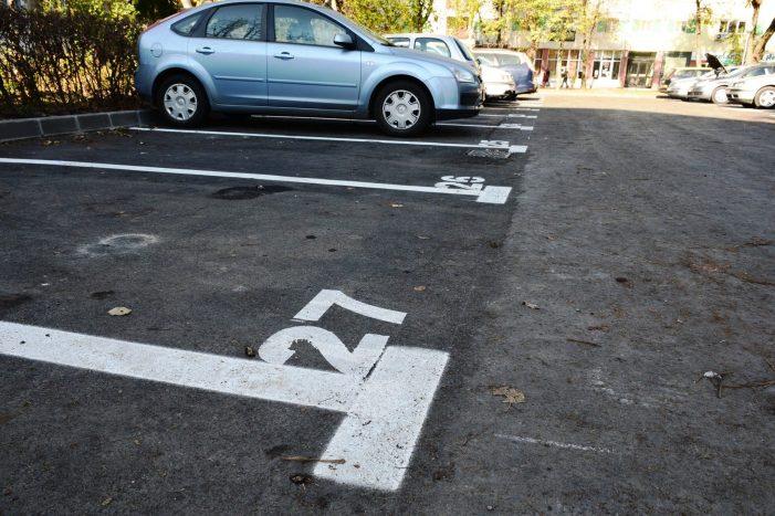 Locuri de parcare in Micro 15. Cum arata cartierul (Foto)