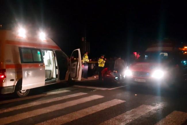 O tanara de 17 ani a murit. A fost lovita de doua masini (Foto)
