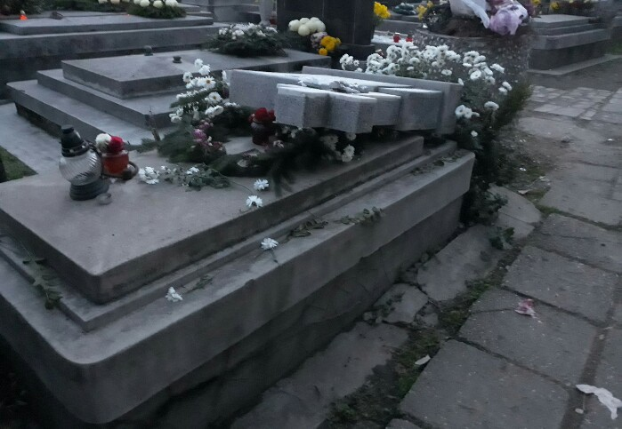 Politia a prins profanatorii de morminte de la Burdea