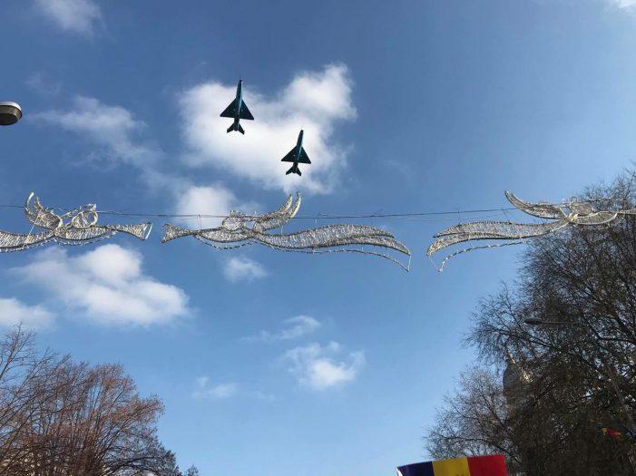 Avioanele MIG si elicopterele PUMA au survolat Satmarul, de Ziua Nationala a Romaniei (Foto)