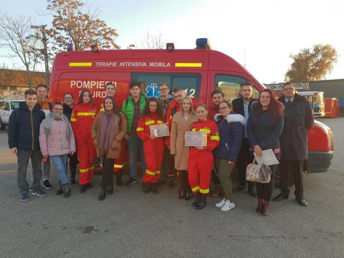 Tinerii voluntari, premiati de pompieri (Foto)