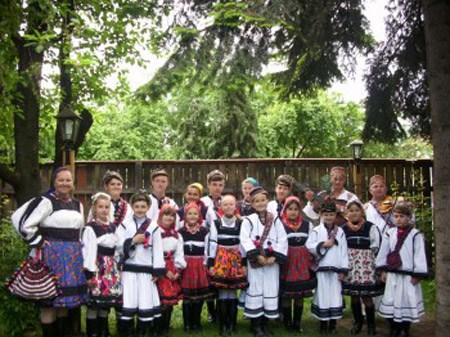 """Ansamblul """"Sanzienele"""" din Negresti-Oas, la un festival in Oradea"""