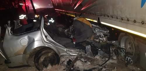 Accident cumplit ! Cinci oameni au murit striviti de un TIR (Foto)