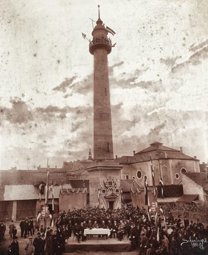 """Fotografie cu Turnul Pompierilor scoasă la licitație. Povestea """"picantă"""" care a dus la construirea acestuia (Foto)"""