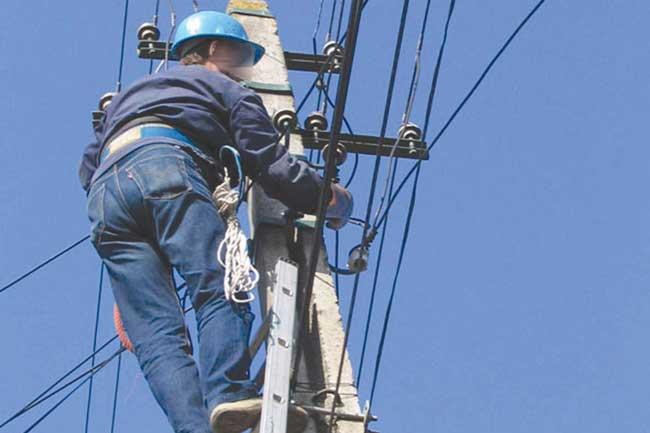 Fără curent electric, pe mai multe străzi din oraș