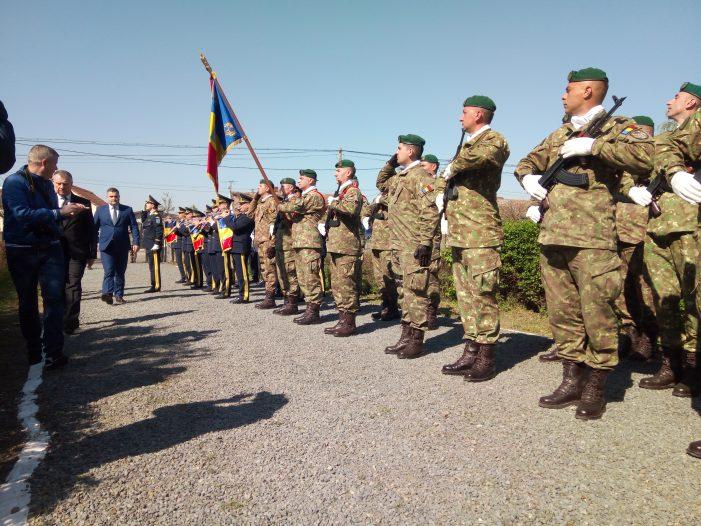 Ceremonial militar la Cimitirul Eroilor. Ministrul Gabriel Leș, prezent la eveniment (Foto)