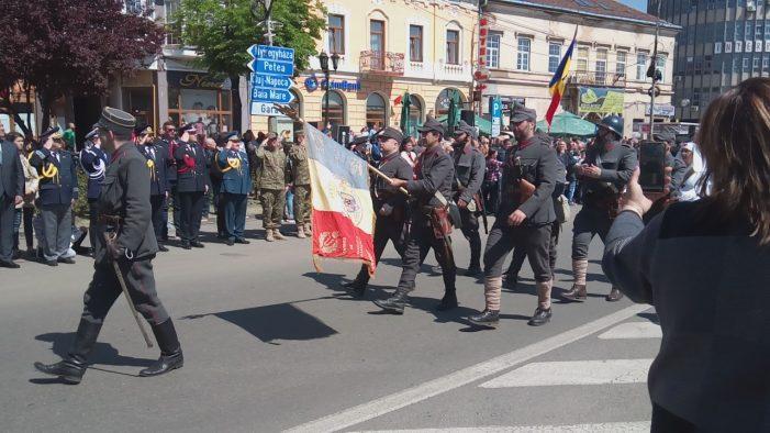Depuneri de coroane și defilarea Armatei la Satu Mare (Foto)