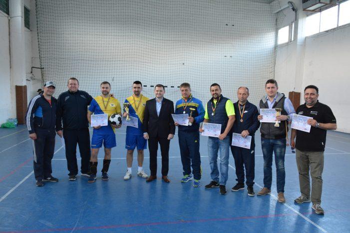 Cei mai buni polițiști la fotbal-tenis (Foto)