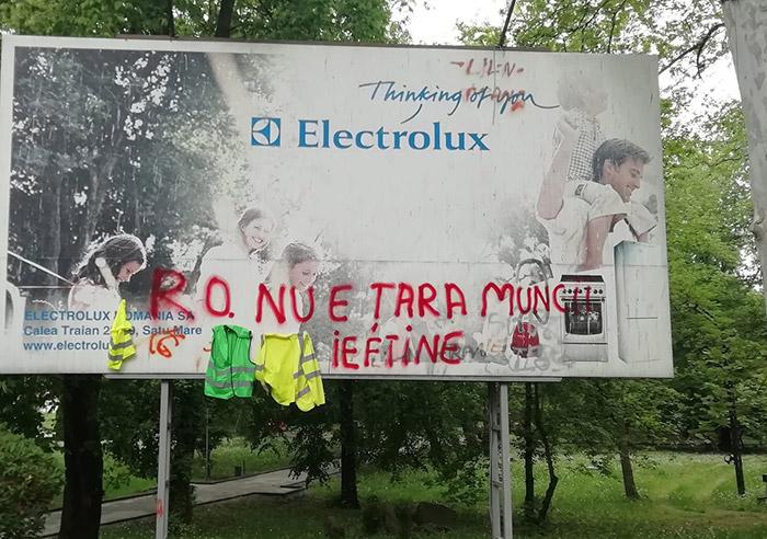 """Vezi la ce gest a recurs un deputat din """"solidaritate cu lucrătorii Electrolux"""". (Video)"""