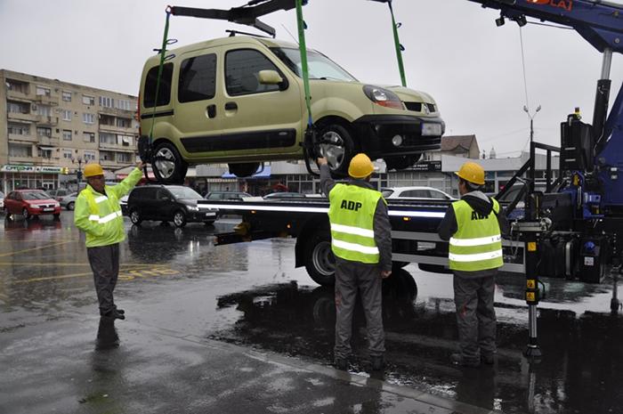 Atenție, șoferi! A fost ridicată prima mșină parcată neregulamentar