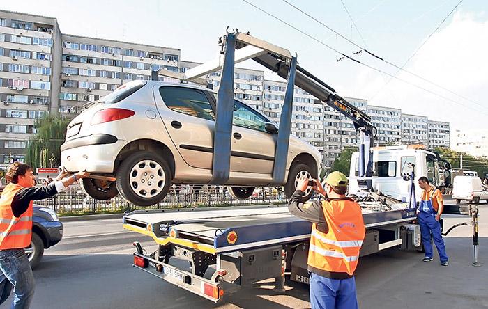 Începe ridicarea mașinilor parcate neregulamentar. Vezi cât este amenda