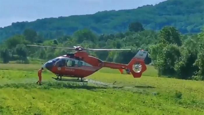 Elicopter SMURD sosit pentru una dintre victimele accidentului de la Tarna Mare (VIDEO)