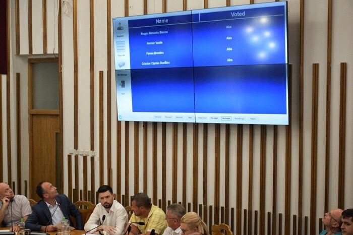 Tehnologie digitală nouă în sala de ședințe a Consiliului Local
