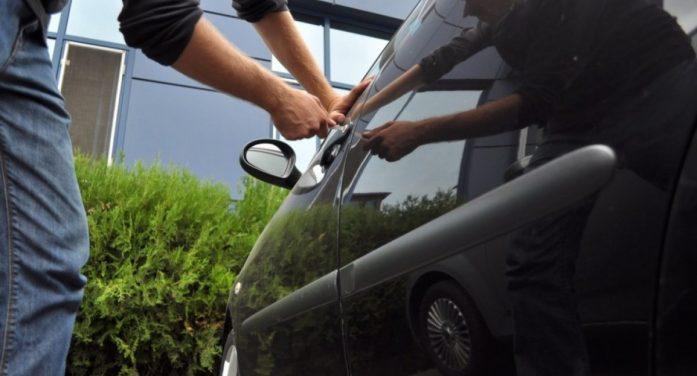 Au spart masini si garaje