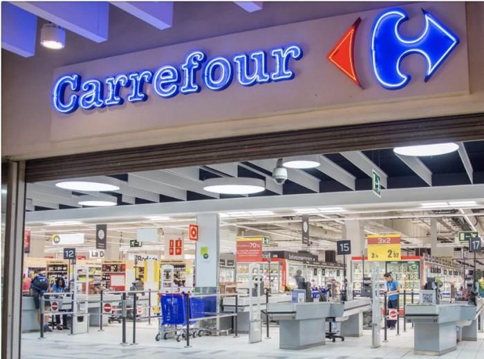 Nereguli la Carrefour Satu Mare. Vezi ce au găsit inspectorii ANPC