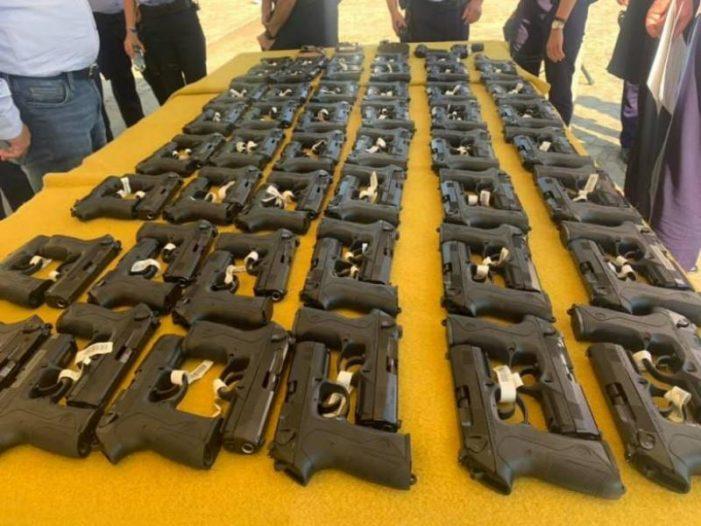 Polițiștii dotati cu pistoale de ultima generatie ! (Foto)