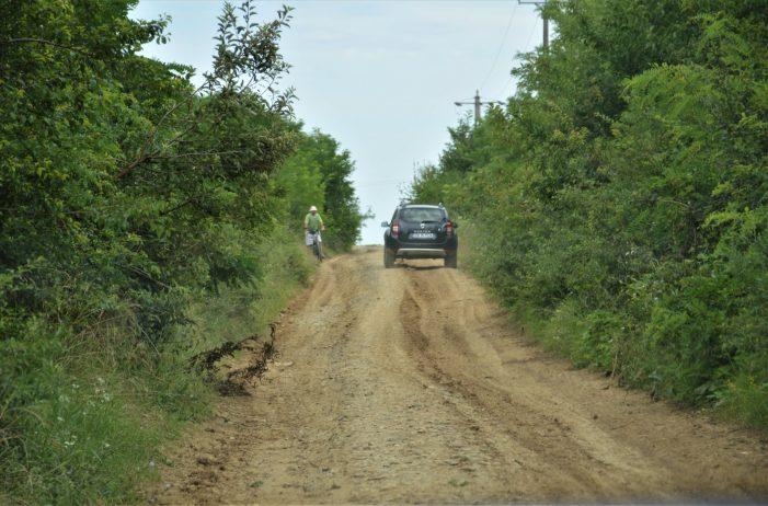 Doua drumuri de pământ, intra în reabilitare. Vezi care (Foto)
