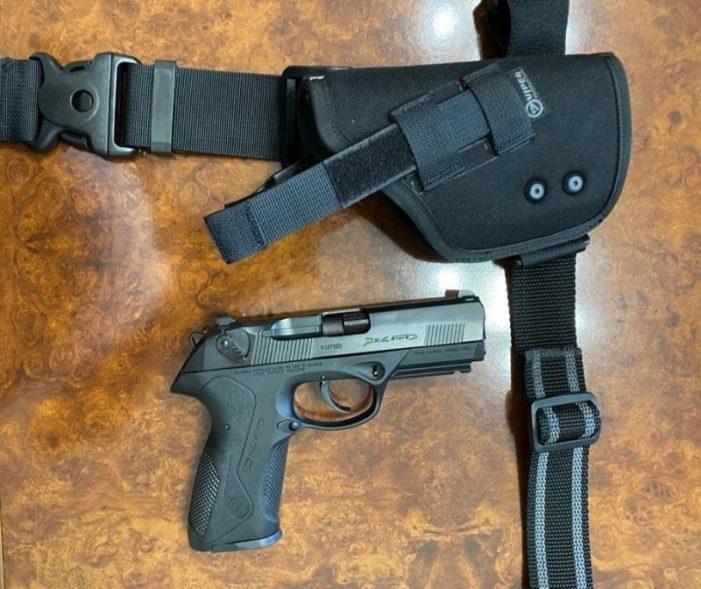 Polițiștii din țara, dotati cu pistoale noi. Vezi de când