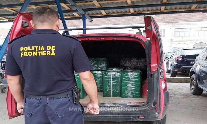 9000 de pachete de țigări de contrabanda, încărcate într-o mașina (Foto)