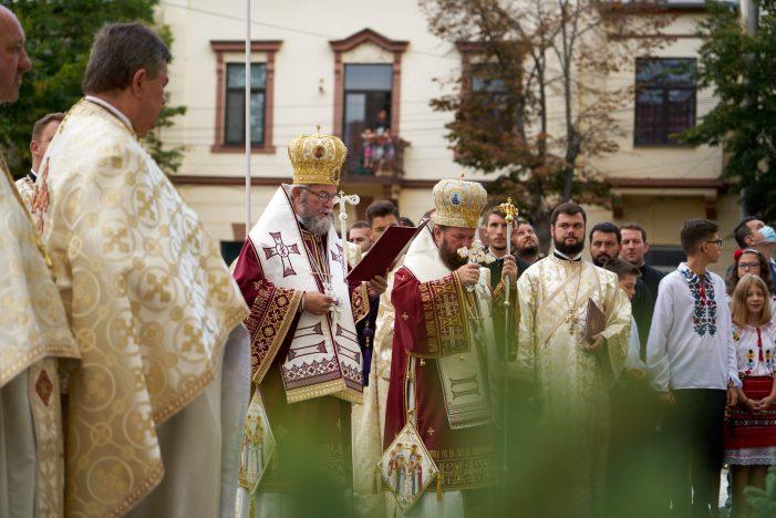 Dovada de credinta la Satu Mare ! Sute de persoane la sfintirea Catedralei Ortodoxe ! (Foto)