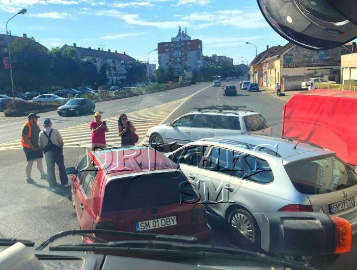 Accident în sensul giratoriu (Foto)