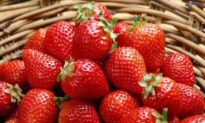 Topul fructelor care contin cele mai multe pesticide