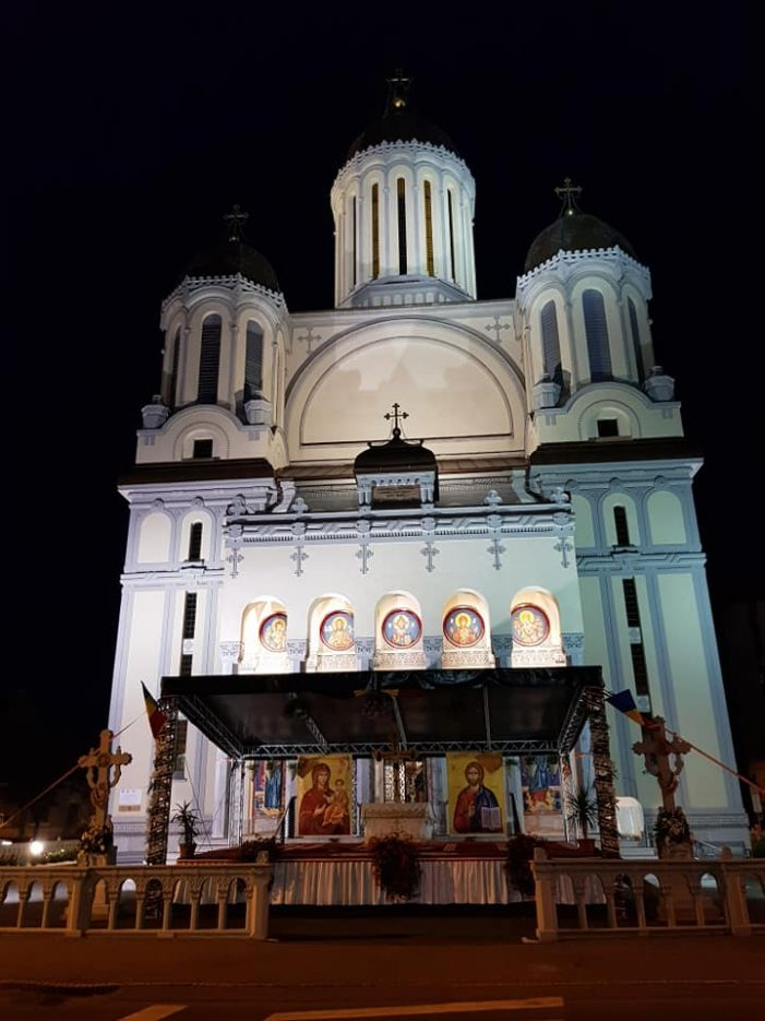 Catedrala Ordodoxa din Satu Mare a îmbrăcat straie de sărbătoare (Foto)