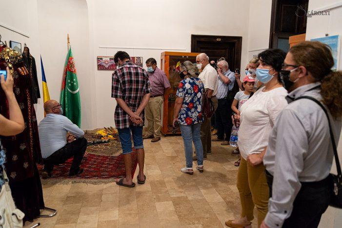 Cultura turkmenistana s-a mutat la castel (Foto)