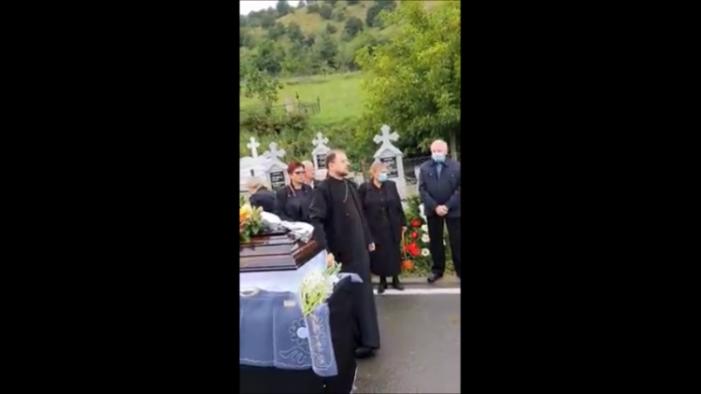 Apucaturi de Ev Mediu ! Înmormântare cu scandal ! (Foto&video)