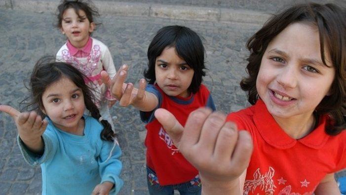 Caravana pentru copiii romi din județul Satu Mare, pornește la drum!