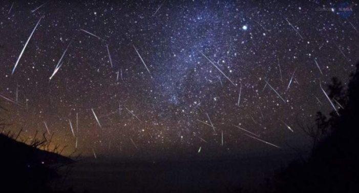 In luna august, ploaie de stele pe cer