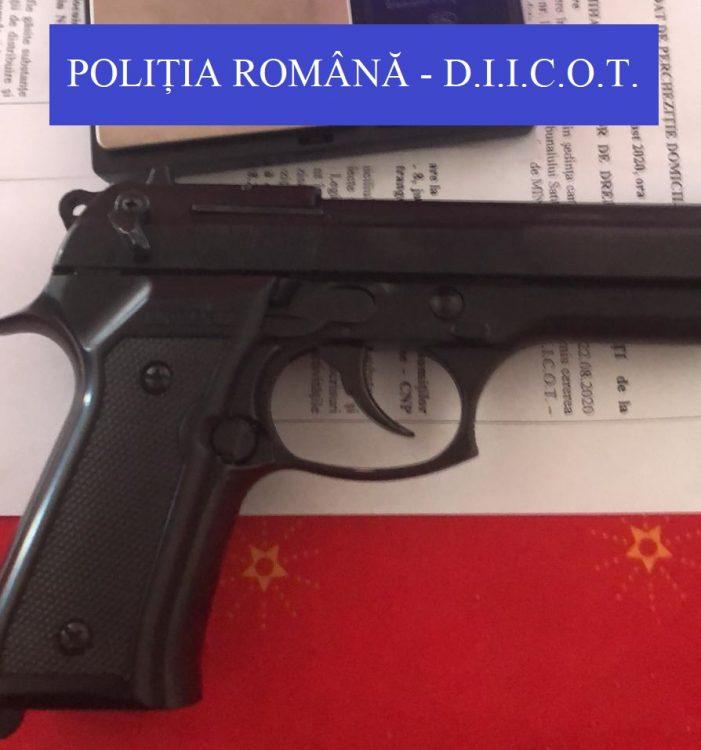 Perchezitii. Cocaina si pistol gasit de mascati, la smecherasii din Satu Mare (Foto)