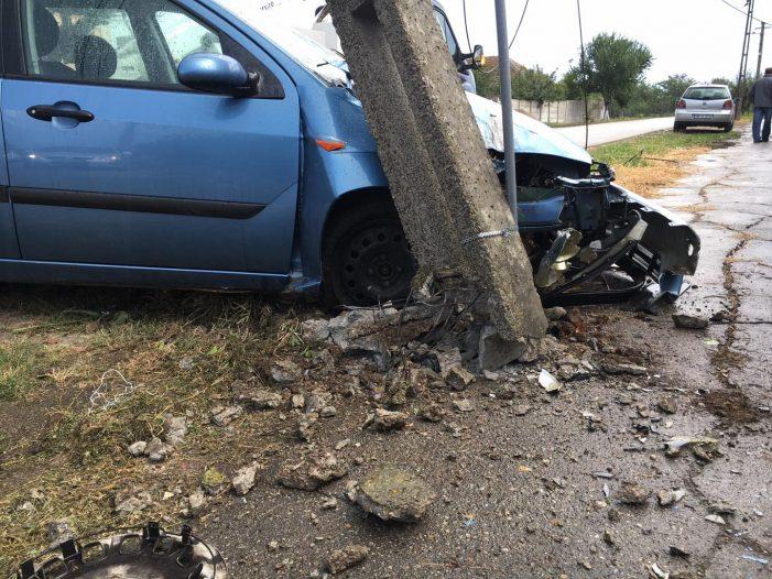 Cum s-a întâmplat accidentul din Carei ? A rupt un stalp (Foto)