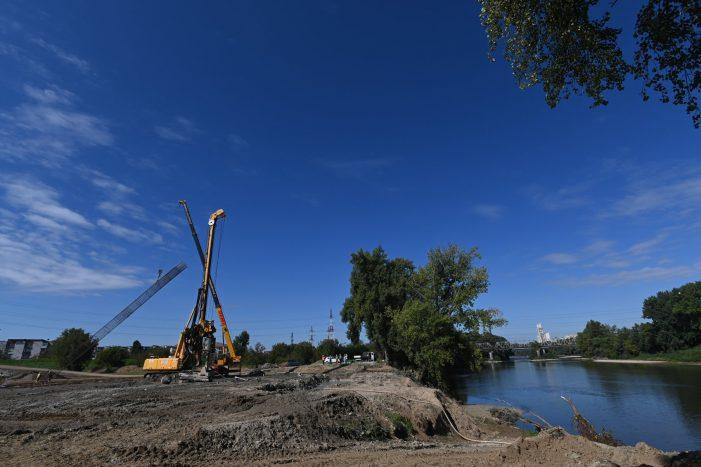 Vezi stadiul lucrarilor la podul de la strand (Foto)